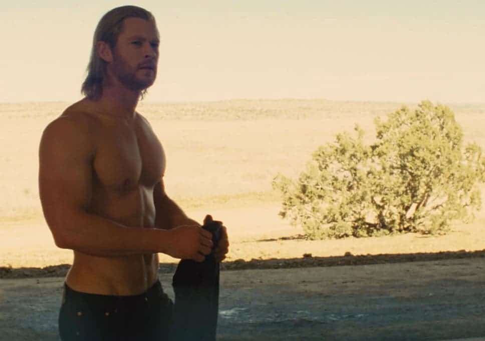 físico de chris hemsworth en thor