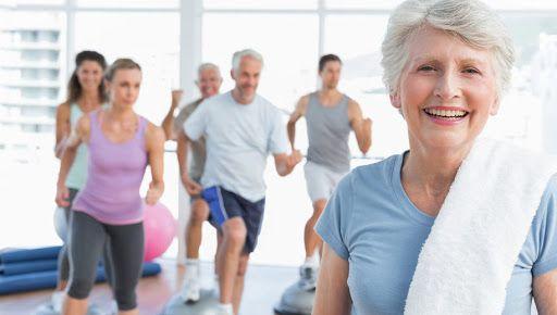 gente mayor en forma